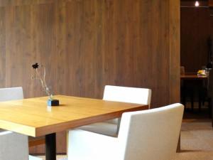 見込み客や顧客と直接会って話をする。