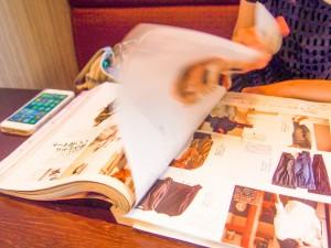 見込み客や顧客が読んでいる雑誌を定期的にチェックする。